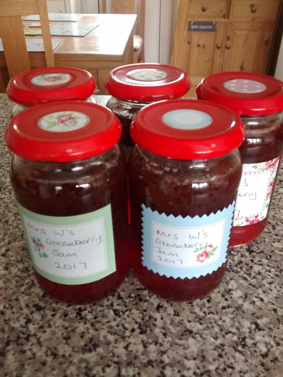 Five jars of #Gooseberry jam made yesterday courtesy of my gooseberry sponsor @bingobongo42 #keepitinthefamily #Sharing <br>http://pic.twitter.com/dN9m3Bm8yK