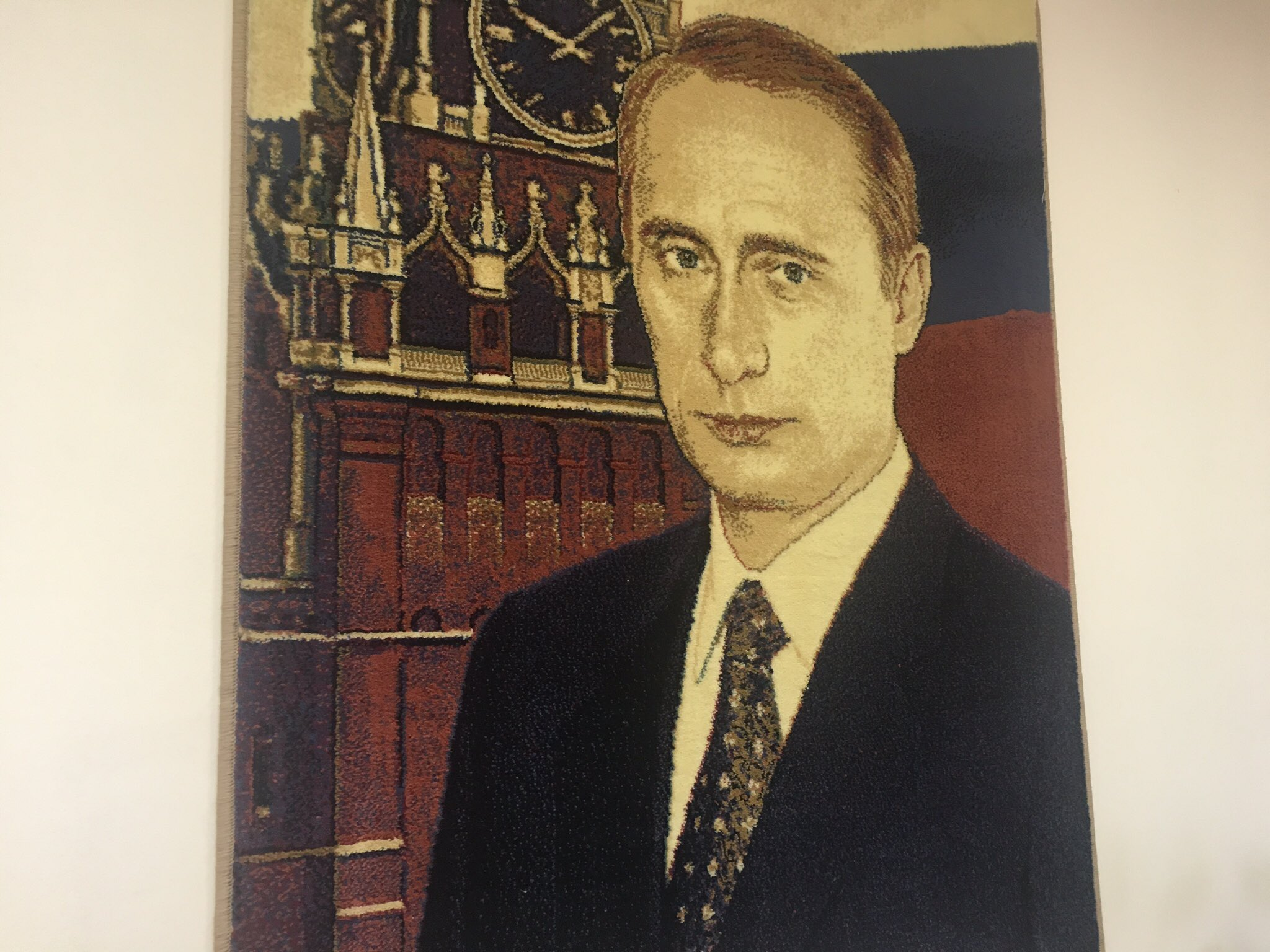 Patriotic thread. I saw this Putin carpet on the wall in an activity centre near Moscow. https://t.co/ZYJPFSYGDA