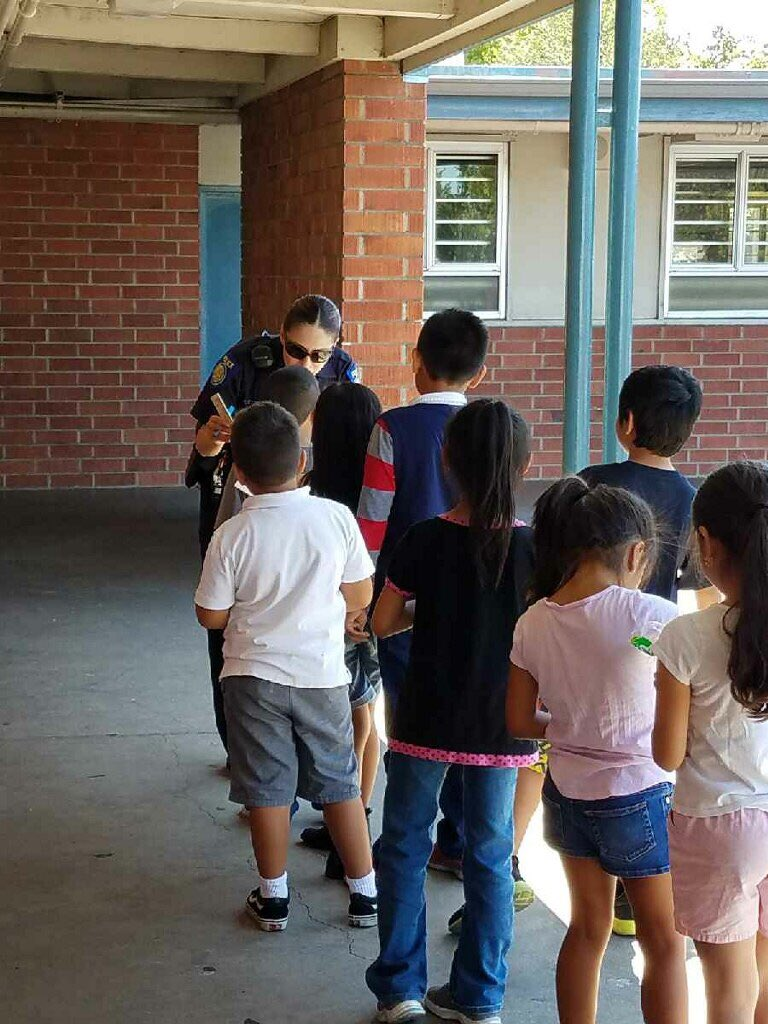 Sacramento Police On Twitter Spd Presented At John Bidwell Elementary Once The Kids Learned Ofc Cabrera Had Been In Copstv They Wanted Her Autograph Sacpd Spdyouth Https T Co Rpbxfish9u