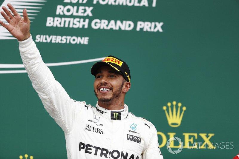 Hamilton Spaziale trionfa a Silverstone. Crollo Ferrari con Vettel 7°: +1 in classifica piloti
