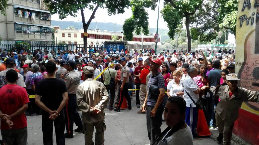 El Liceo Ávalos de El Valle sigue lleno de pueblo 10:44am #16JEnsayoConstituyente https://t.co/tiFPCMcRx6