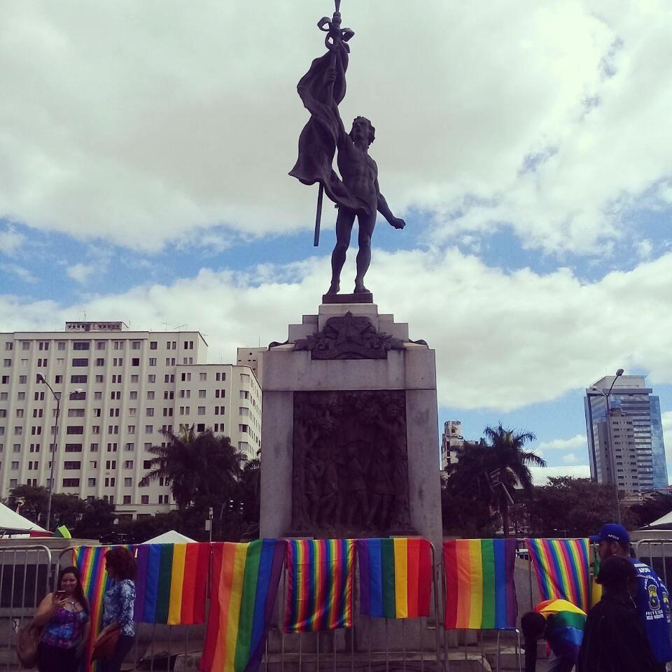 20ª PARADA DO ORGULHO LGBT DE  BEAGÁ | Começa agora a concentração da Parada na Praça da Estação. por Isabela Abalen / Jornalistas Livres