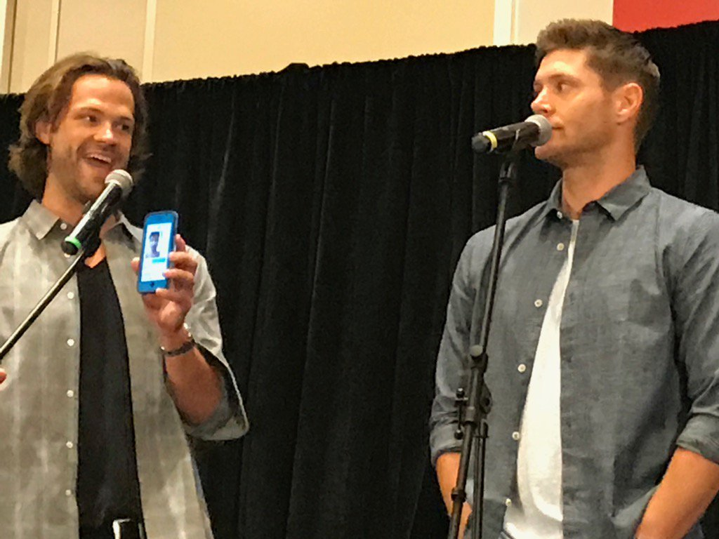 """First words from @jarpad: I did not send that tw! At 4 AM I saw a text from @mattcohen4real """"Dude, Twitter!"""" #spnchi https://t.co/uqmrqDArJx"""