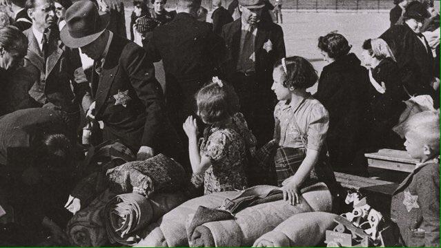 Il y a 75 ans l'Etat Français organisait la rafle, la déportation et le meurtre de plus de 13 000 juifs. #souvenir #Veldhiv