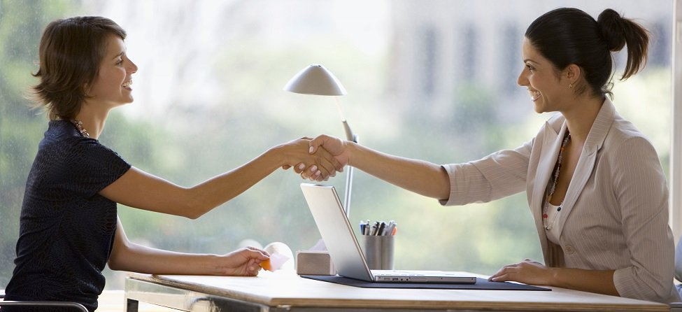 Shaking hand from across the table is  #NoNo! #BusinessEtiquette #ComeLearnWithUs  http:// bit.ly/2dXevSx  &nbsp;  <br>http://pic.twitter.com/w1yW25BVFt