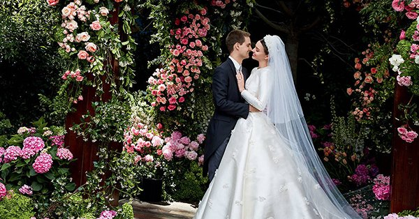 cb5b2c74254 Now we know for sure that Miranda Kerr looked like a real princess at her  wedding to Evan Spiegel  https   t.co 8C8SYytc9z