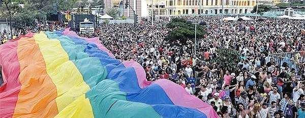 Milhares de pessoas vão às ruas de Belo Horizonte celebrar hoje a 20ª Parada do Orgulho LGBT com o tema 'Famílias e Direitos'