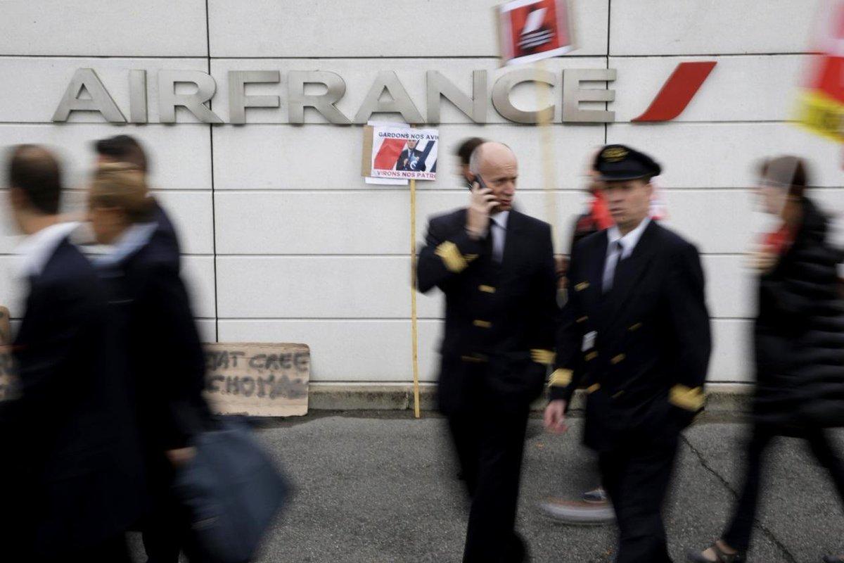 Air France: le SNPL dit 'oui' à la création d'une nouvelle compagnie low cost https://t.co/acdQVAvXxM