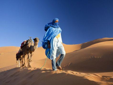 白い駱駝に乗って颯爽と現れる戦士、砂漠の青の民とも呼ばれるトゥアレグ族かっこよすぎ……と画像検索して…