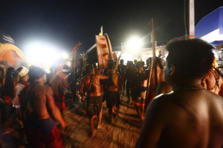 #Brazil: #Indigenous people occupy construction site of a hydroelectric plant, demanding compensation for destruction of their sacred sites.<br>http://pic.twitter.com/pKJLxZOPZh