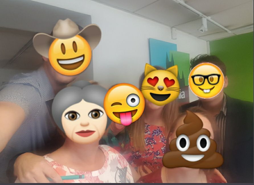 RT @ColoniaHelen: Happy #WorldEmojiDay  👏😀🤩 from @ColoniaLincoln https://t.co/OVT5eAZS8o