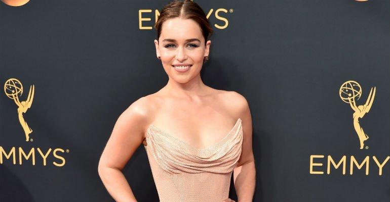 Veja cinco curiosidades sobre Emilia Clarke, a Daenerys de #GamesOfThrones -> https://t.co/cMiwyz7sx1