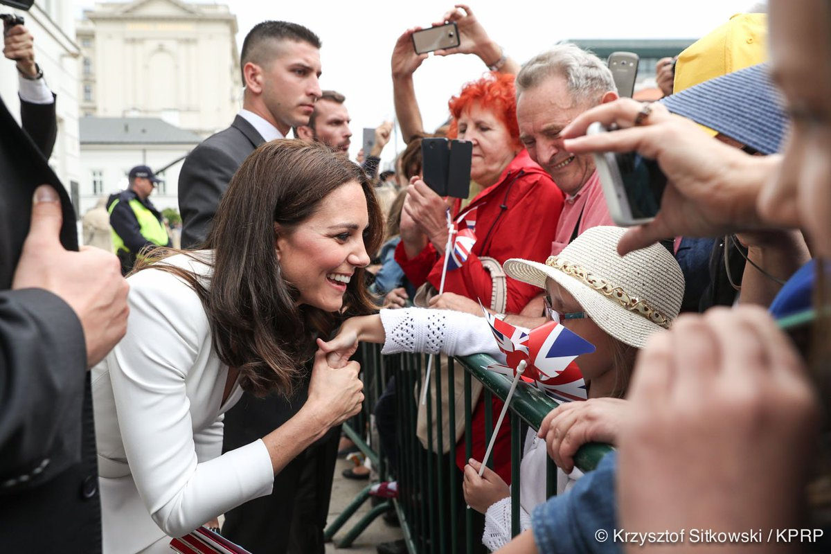 Poles warmly greeting The Duke and Duche...