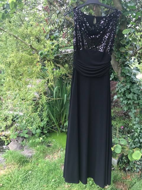 Everyone deserves to #sparkle! Apply for this size 12 black #dress with flattering ruched waist and sequinned top. #cancer #charity #gifts <br>http://pic.twitter.com/iq2eQrCYb1