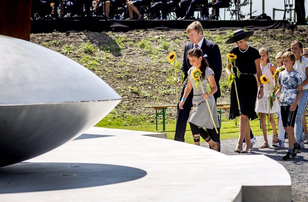 """Королевская чета Нидерландов посетила открытие памятника жертвам """"MH17"""""""