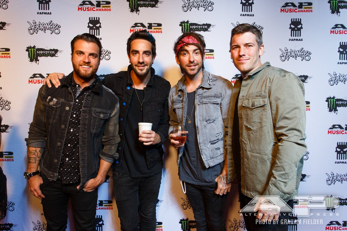 .@AllTimeLow are at the #APMAs red carpet, and lookin' super slick! 📸: @GRAHAMFIELDER
