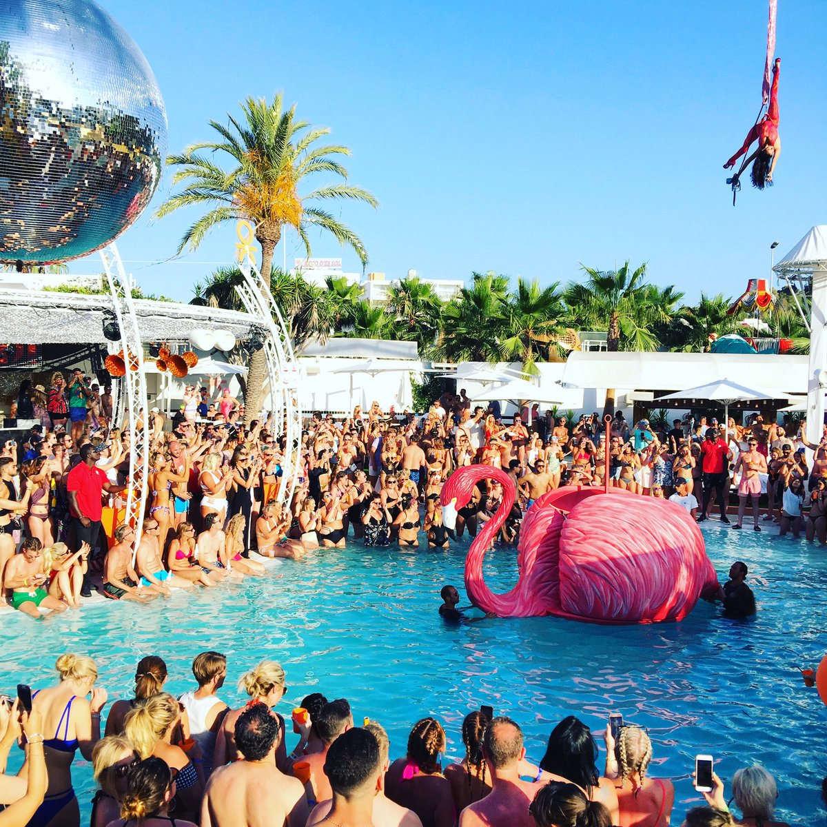 O Beach Ibiza On Twitter The Lovelylaurasax Is About To Perform Are You Ready Oceanbeachlife2017