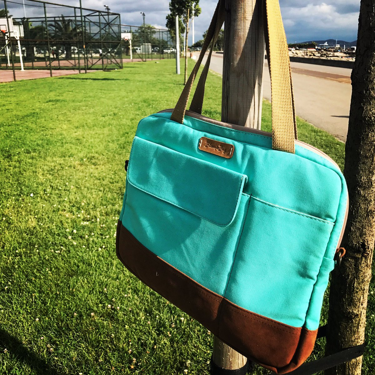 &quot;Storms make trees take deeper roots...&quot;  - BloominBag Greenish #LaptopBags for &lt;=15&quot;inches   http://www. BloominBag.com  &nbsp;   #canta #laptopcantasi<br>http://pic.twitter.com/WEP9EmUtDw