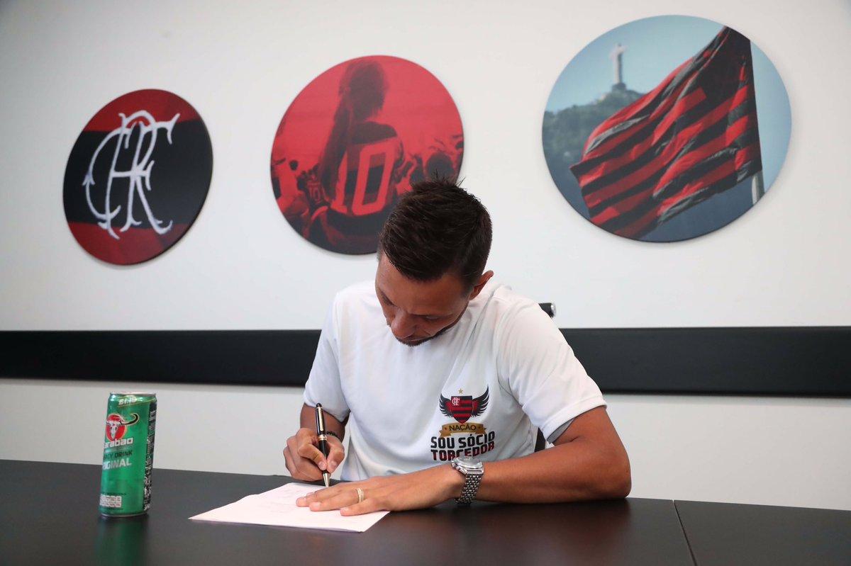 Tá chegando a hora! Em breve, na Gávea, Diego Alves concederá sua primeira entrevista coletiva como atleta rubro-negro! #DiegoAlvesNoMengão