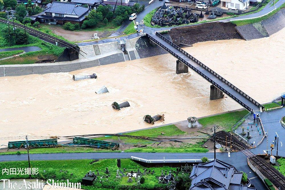 #花月川 にかかる、崩落した #JR久大線 の鉄橋です。上空からの様子です。(啓)#日田 #久大線 pic.twitter.com/yXAt88bk1s
