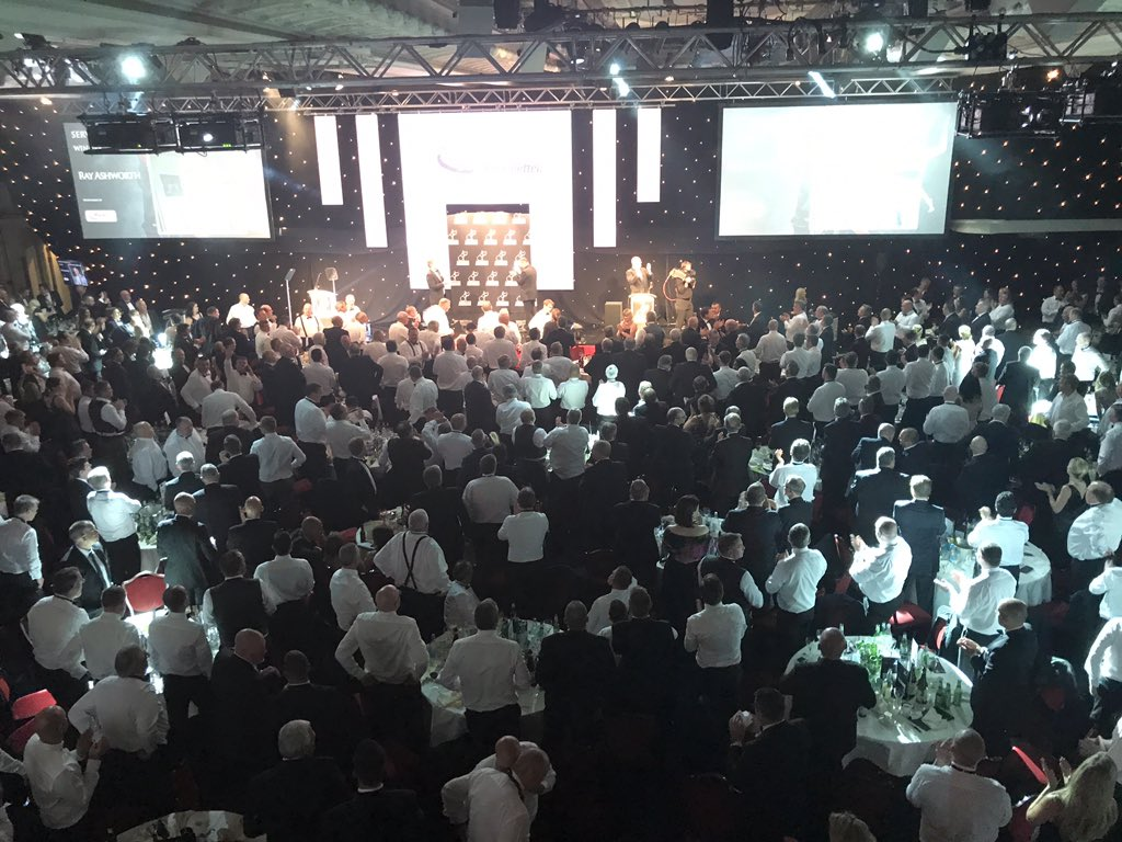 Well deserved standing ovation for the Service to the Industry Award winner, Ray Ashworth, ex-DAF MD. #MTAwards2017 https://t.co/TxaocexdoP