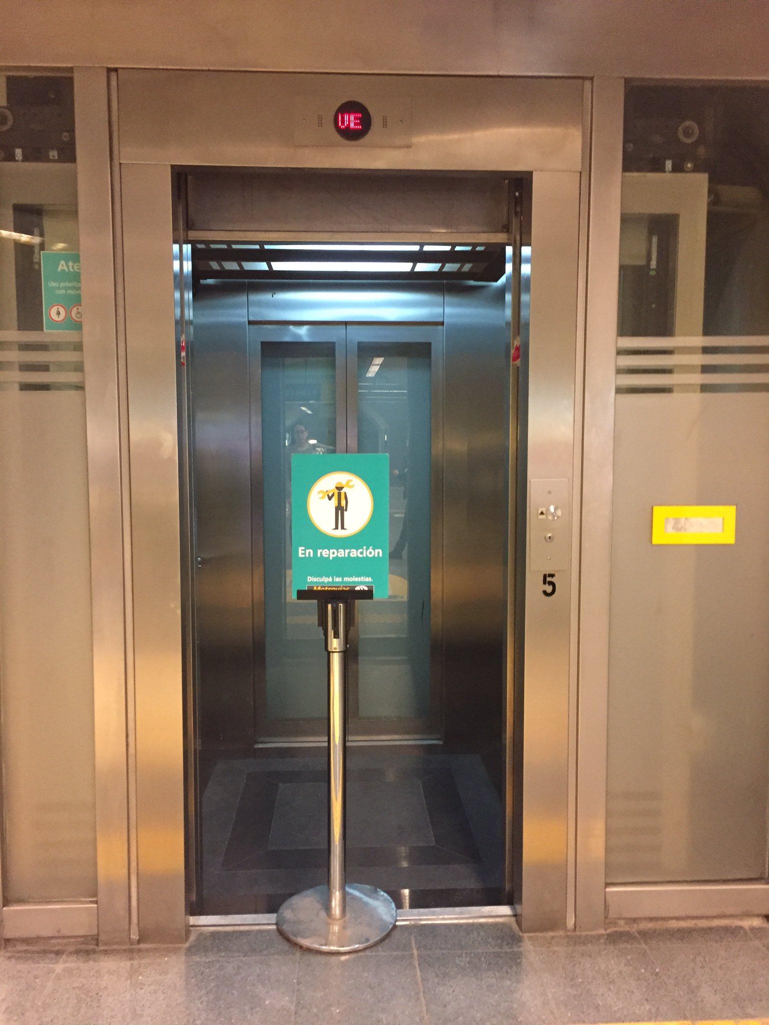 Estación Las Heras de la #lineaH. La última estación inaugurada, ya tiene el ascensor en reparación #agradeselfie?? #subte https://t.co/CiisaLs8Vh