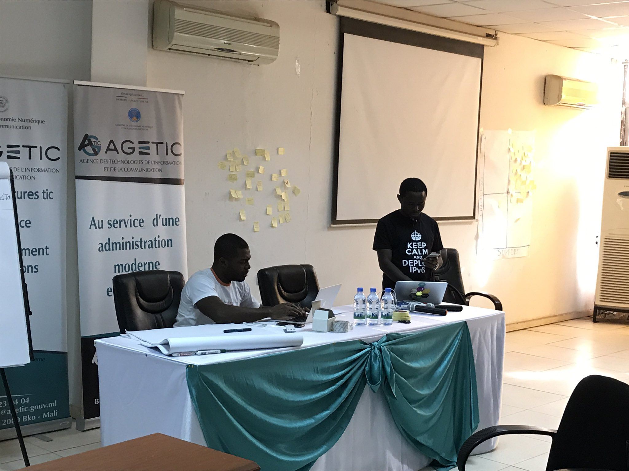 Trainers are Getting ready for the starting of the day 3? training session on #ipv6 #Bamako #Mali @AFRINIC @abbabruce @mhonlue https://t.co/Z1sOUe5hwK