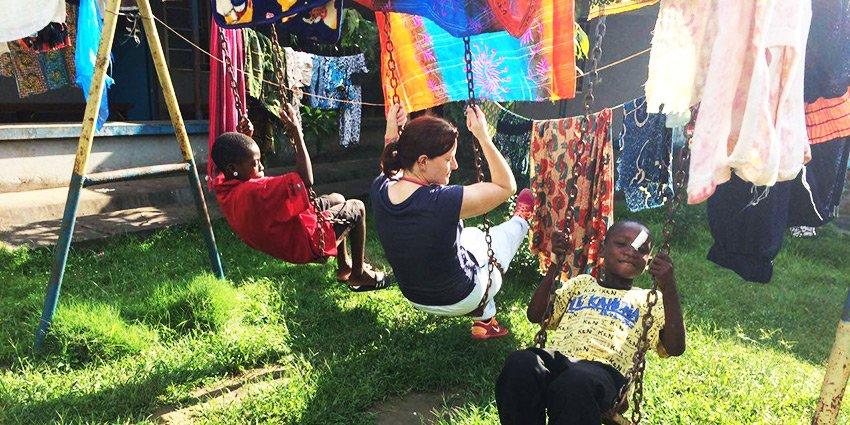 """""""Meine dritte Woche in Sierra Leone."""" Einsatzärztin C. Pinkwart sendet Eindrücke aus dem Klinikalltag in #Serabu:https://t.co/uDmYNuiuTI https://t.co/890LIu3eLG"""