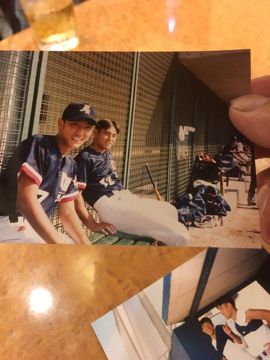20年前のスペインでの一枚!  久しぶりに仲の良かった記者に会ったら持って来てくれた!  憲伸若っ! https://t.co/j4k9rdfUJf