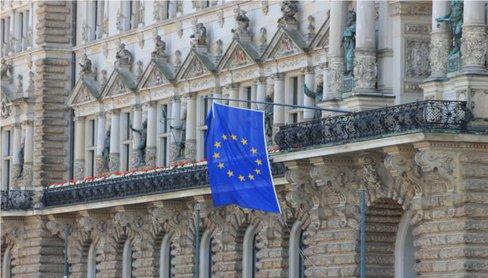 #TownHall &amp; Berlaymont On role of #communes in #political system of #EU Lecture by M Silzer @KM_BW pres by @HSSde  http://www. zu.de/veranstaltunge n/2017/rathaus-berlaymont-zur-rolle-der-kommunen-im-politischen-system-der-eu-18-10-2017.php &nbsp; … <br>http://pic.twitter.com/GYNI0MMzLP