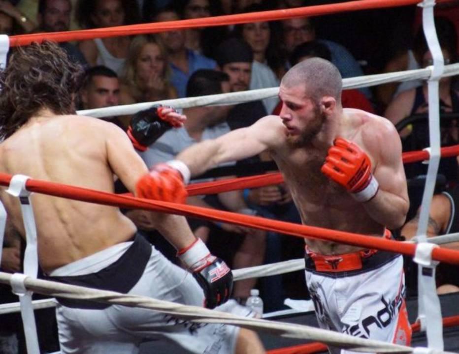 >@esportefera: Lutador de MMA é morto após ter casa invadida nos Estados Unidos https://t.co/V7JeeVT256