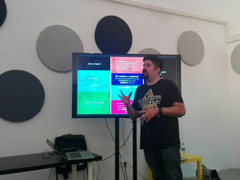 Acabo de descubrir en #santillanalab que nuestro proyecto para crear el @Cole_Reggio es filosofía #maker total! https://t.co/WtNWWX3hNz