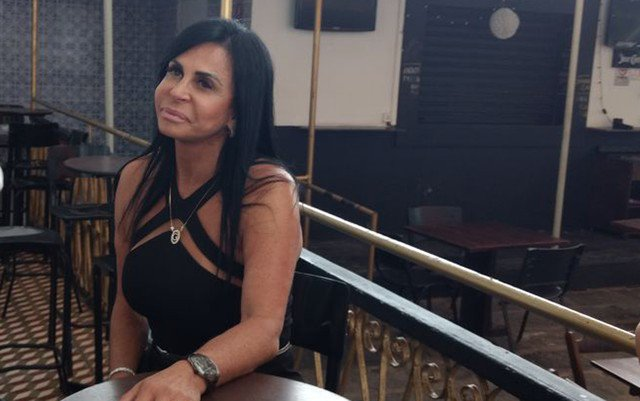 'Botava minha bolsinha Chanel no ombro e renunciava', diz Gretchen sobre crise política no Brasil https://t.co/mXxxe100b1 #G1