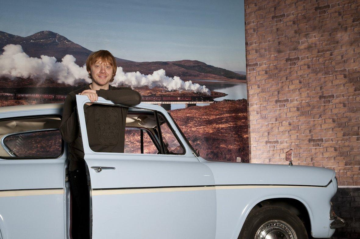 Lembram quando Rupert Grint foi visitar o Ford Anglia turquesa no Museu do Automóvel de Beaulieu em 2011? #tbt https://t.co/fE1vLazA8w