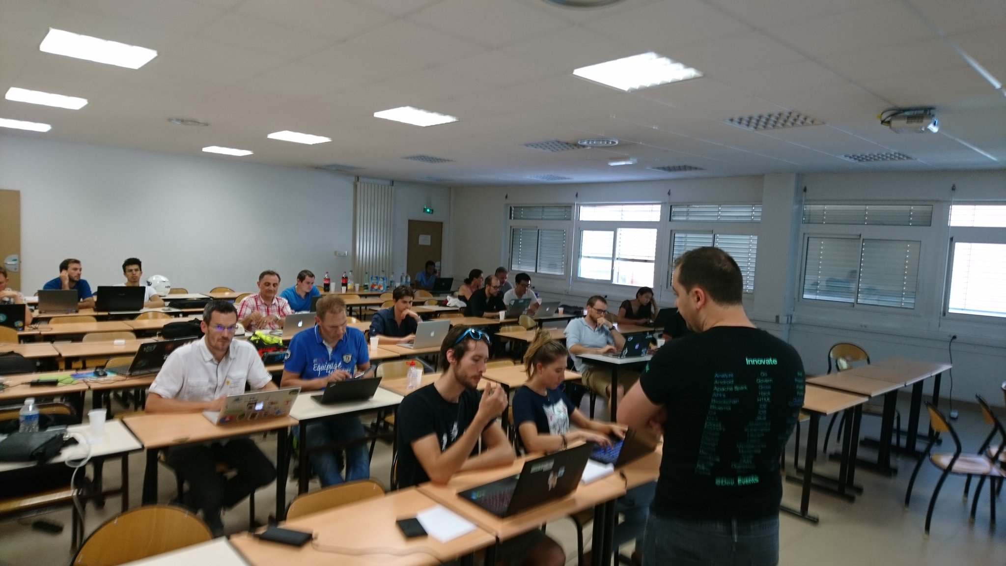 Dernière session #SophiaConf2017 workshop #blockchain #smartcontract #Hyperledger avec @zamrokk @IBM https://t.co/ff9jTktvrp