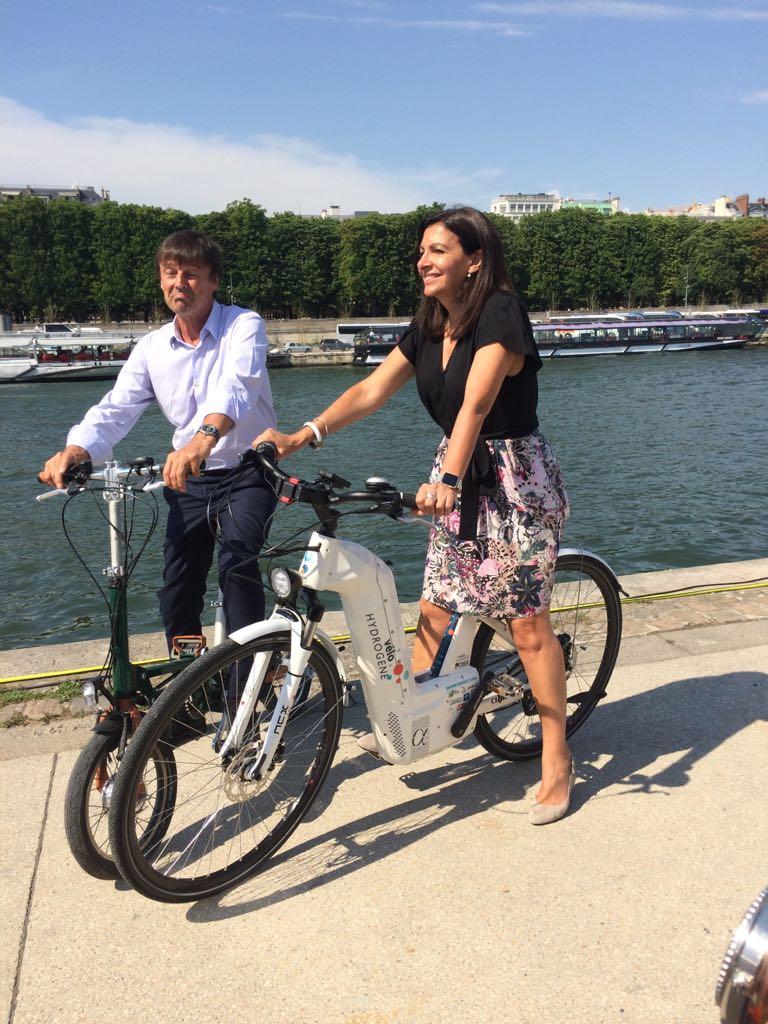 RT @Lecocq_dom Bateau, voiture, vélo Quel est le point commun ce jour entre @energy_observer  @NicolasHullot @Anne_Hidalgo @bertrandpiccard ? L'#hydrogène