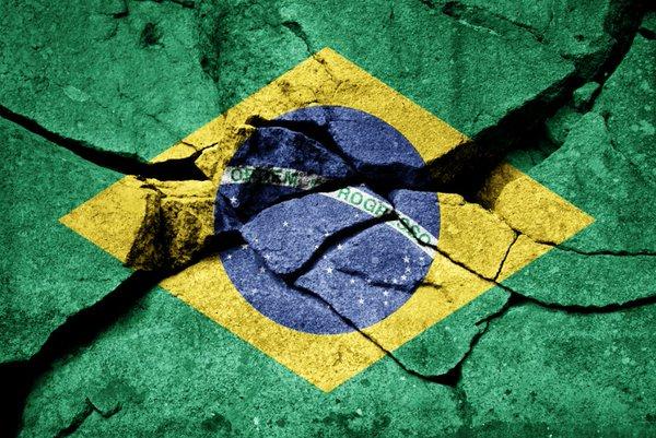 BRASIL  Nota de crédito: Junk Inflação: 3,6% Desemprego: 13,3% PIB: -2,3%  Juros: 10,25% Aprovam o presidente: 7%