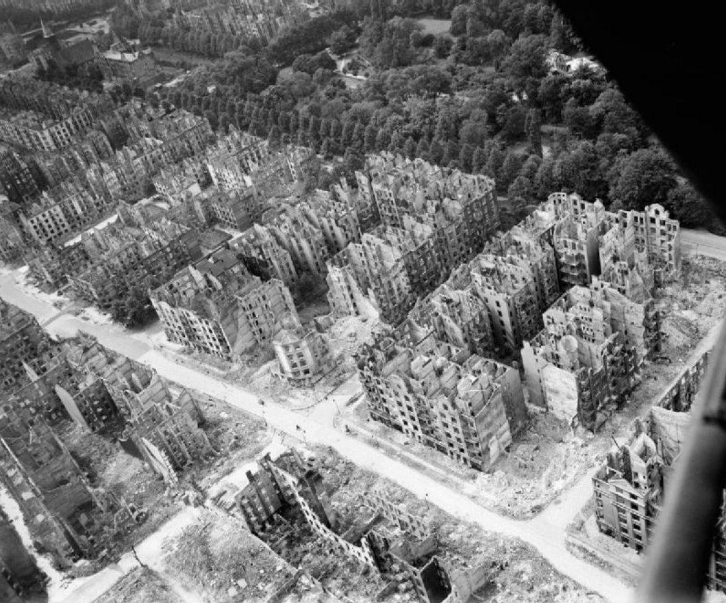 Картинки по запросу bombardování hamburku
