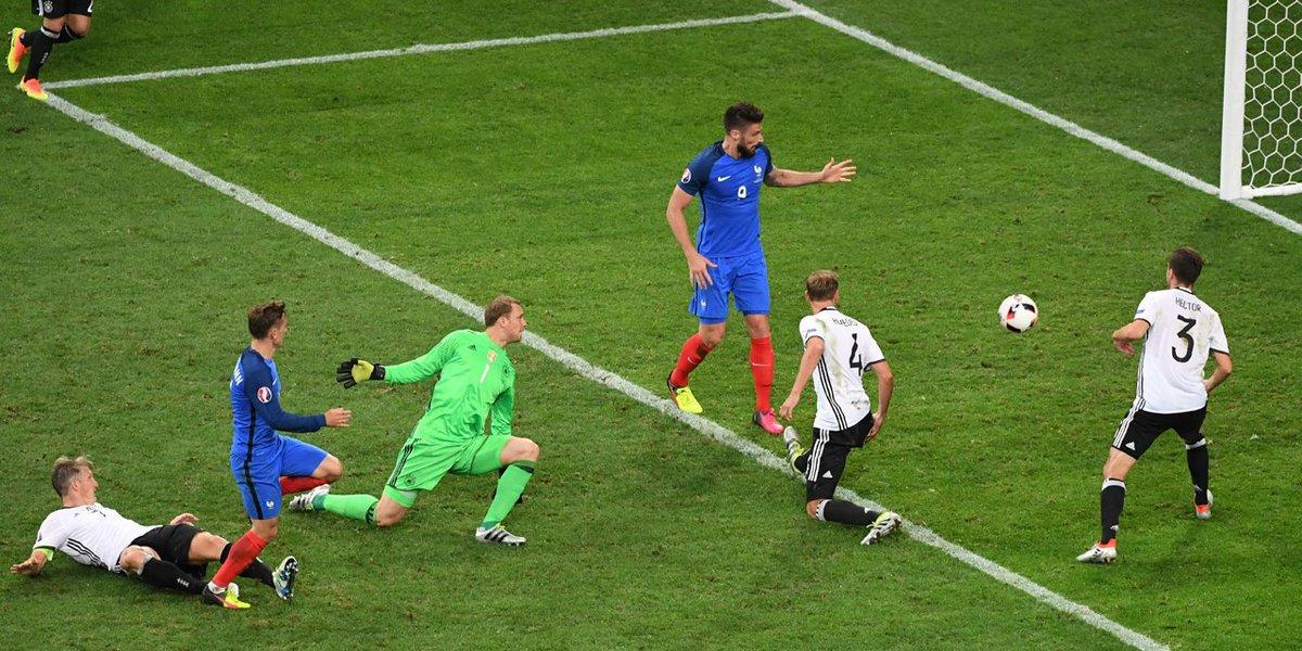 Il y a un an, l'équipe de France éliminait l'Allemagne en demi-finales de l'Euro grâce à un doublé de Griezmann. 🇫🇷