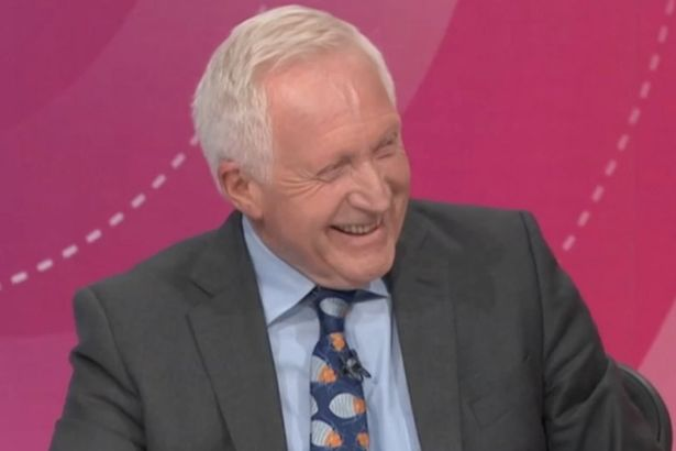 David Dimbleby's phone went off during #bbcqt - revealing something quite surprising https://t.co/9dmKFdH52r