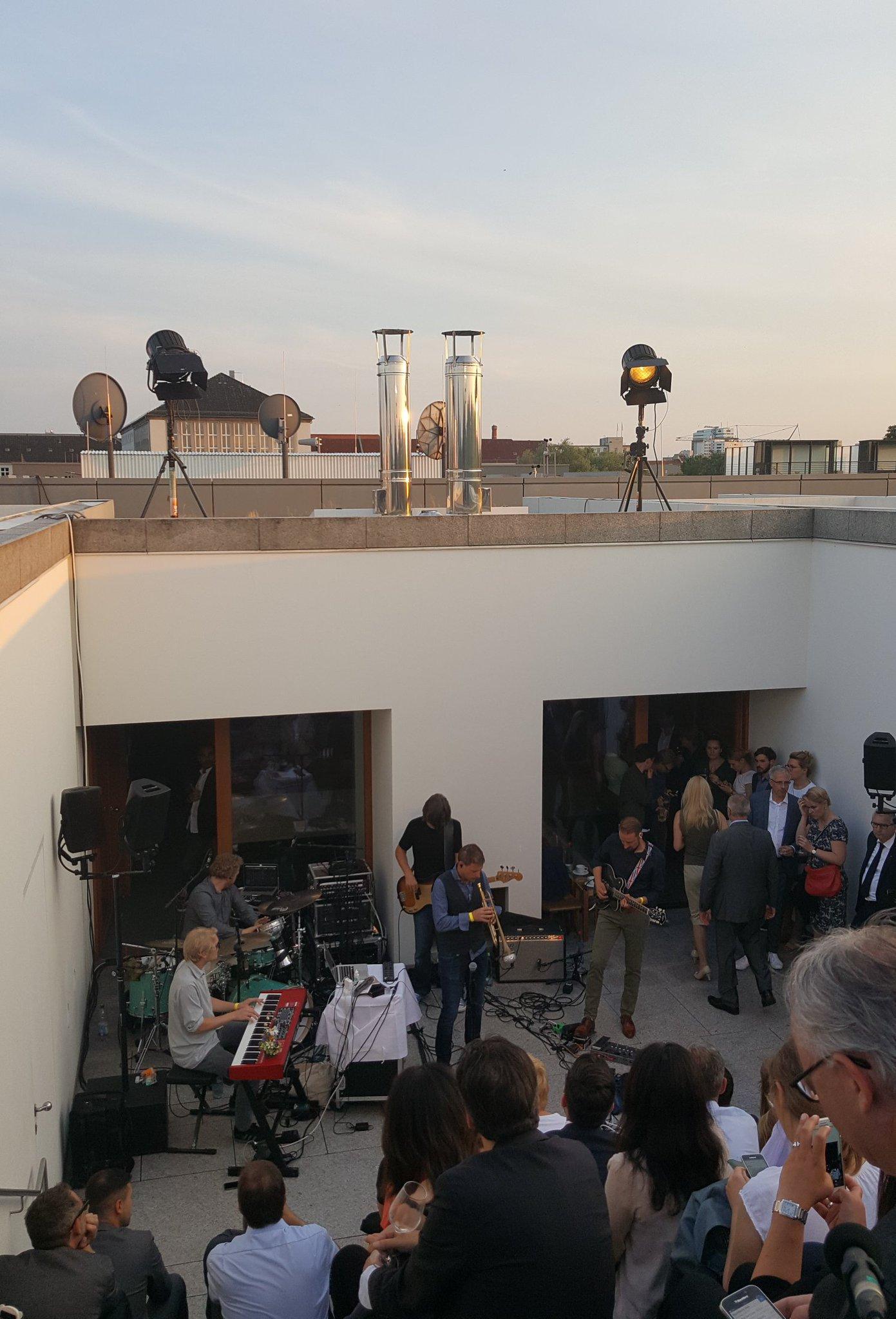 S'Ländle groovt in Berlin @Siffling mit Band gestern auf Dachterrasse Landesvertretung BaWü @RegierungBW #Stallwächterparty https://t.co/ys5pLeDEAs