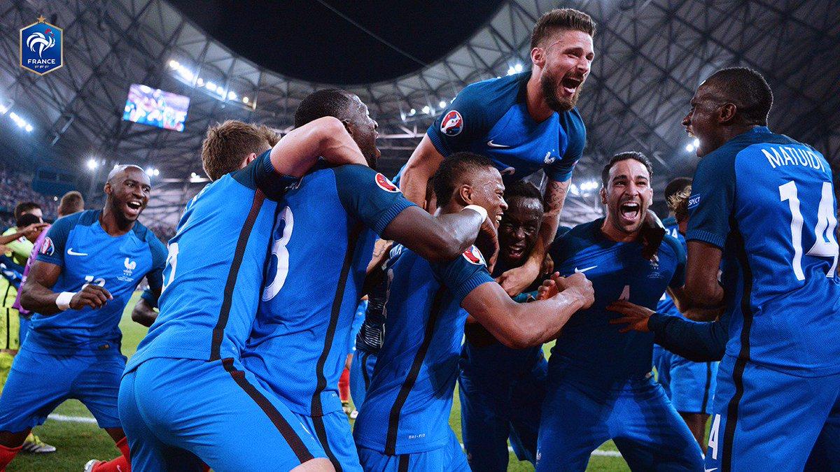Il y a 1 an, on battait l'Allemagne 2-0 en 1/2 finale de l'Euro grâce à un doublé d'@AntoGriezmann dans une ambiance de folie!🔥🔥