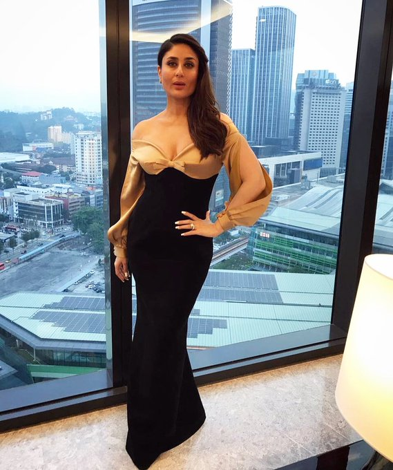 Photos - Kareena looks ravishing, ready for a store launch in Malaysia! https://t.co/ReGQEHMGYa