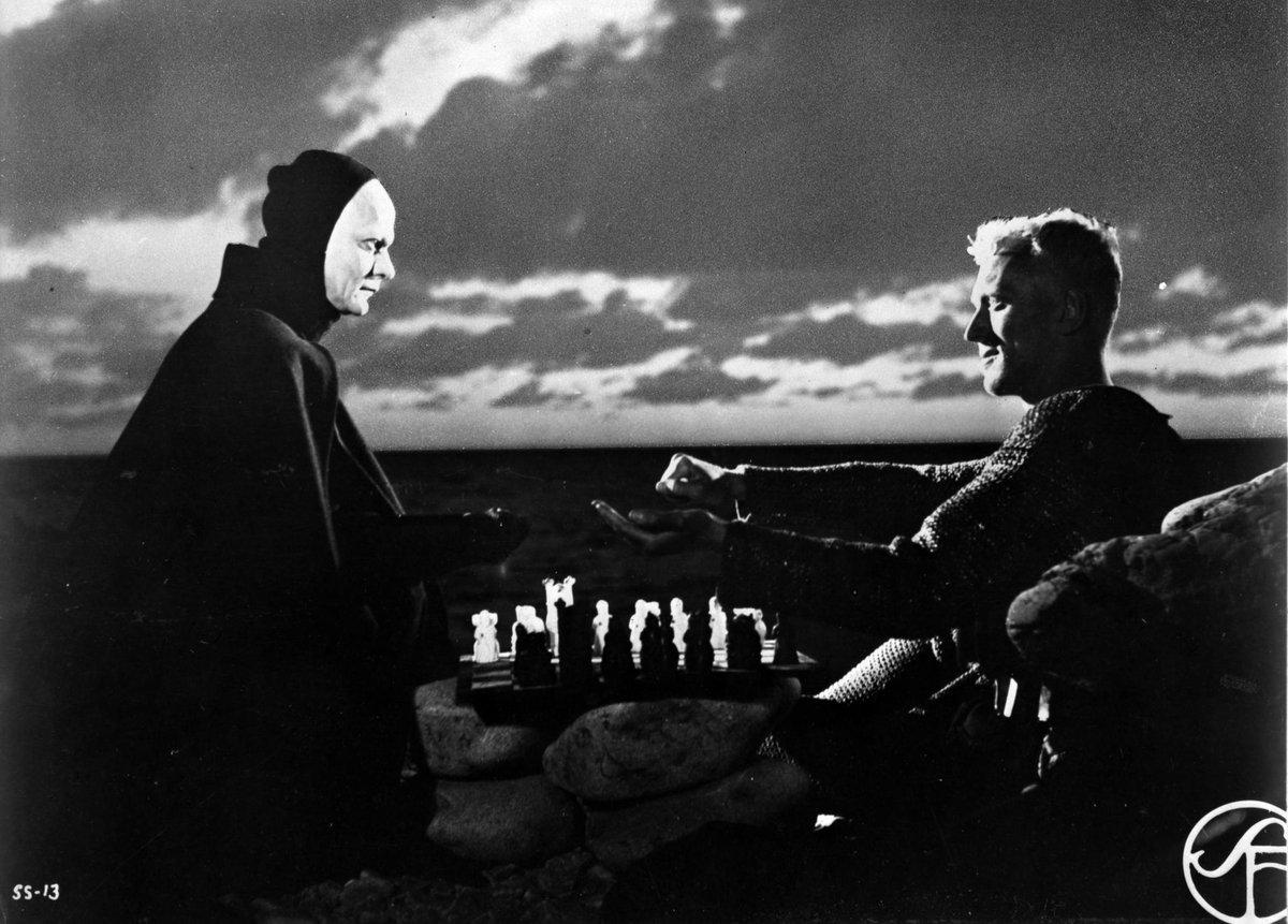 Esta noite, não pode perder um dos mais célebres, belos e paradigmáticos filmes de Bergman: Sétimo Selo, às 23:10.