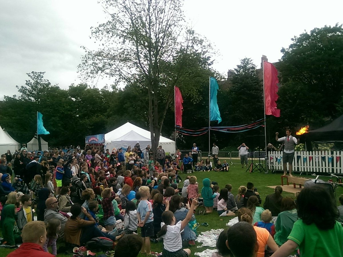 Cityspectacular In Merrion Square Starting Today Some Great Circus And Comedy Shows On Offer Layacityspec Dublin Tco WSUamYMfKm