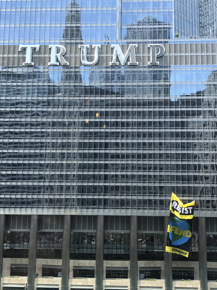 Soooo, this flag is currently being raised outside #Trump Tower as we speak.... https://t.co/PP3houMrXL