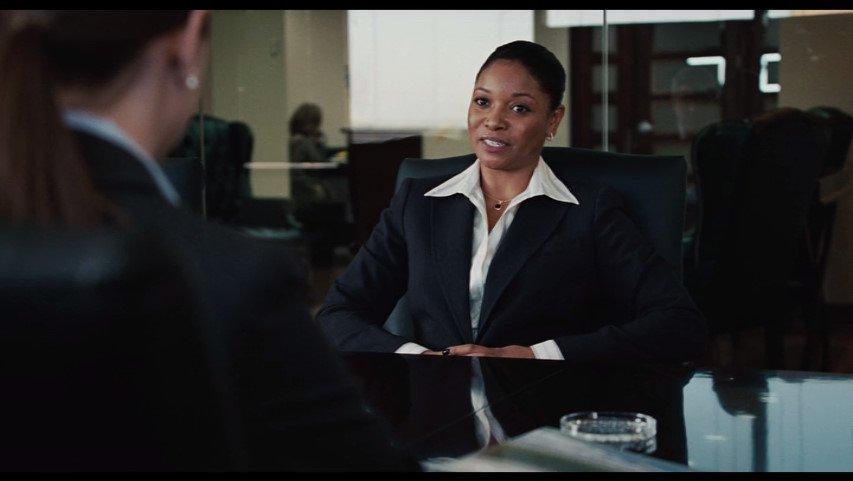「転職紹介? ごていねいに」「希望給与1万ドルごとに、調査期間が1ヶ月」「しばらく失業ね」「必ずしも…」「結構よ、計画があるの」「本当に?」「家の近くに橋があるから、飛び降りるわ」(マイレージ、マイライフ)
