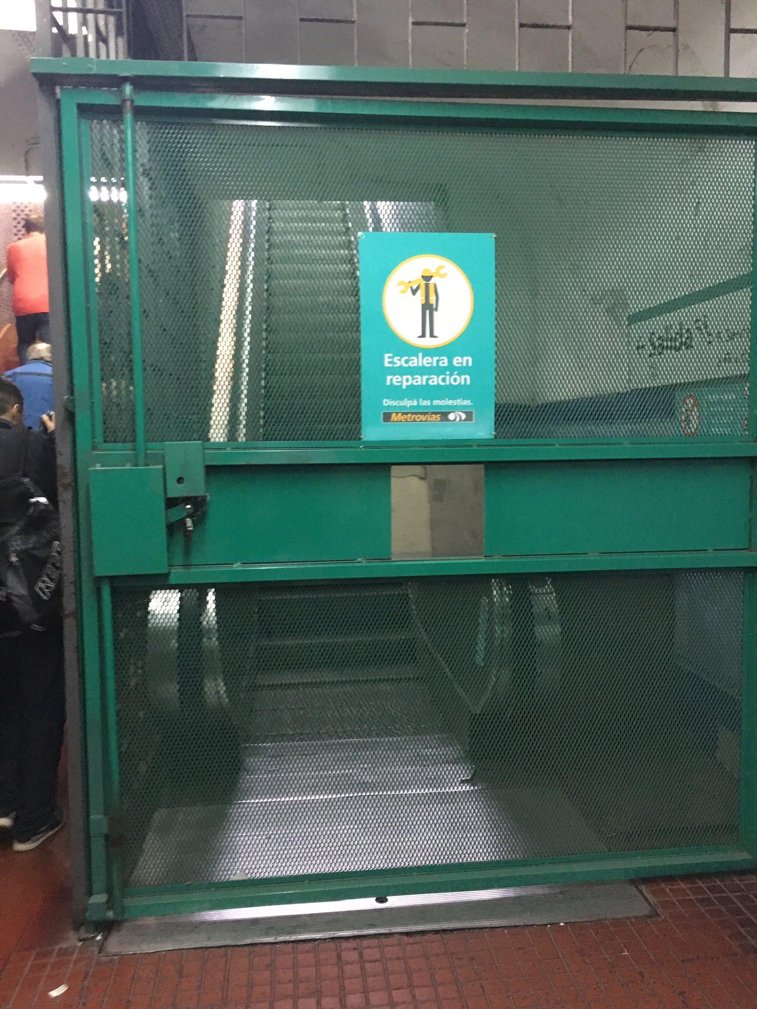 #AgradeSelfie a la escalera chota del subte #LineaD que no funciona. @horaciorlarreta https://t.co/Xg5DQbcyRJ