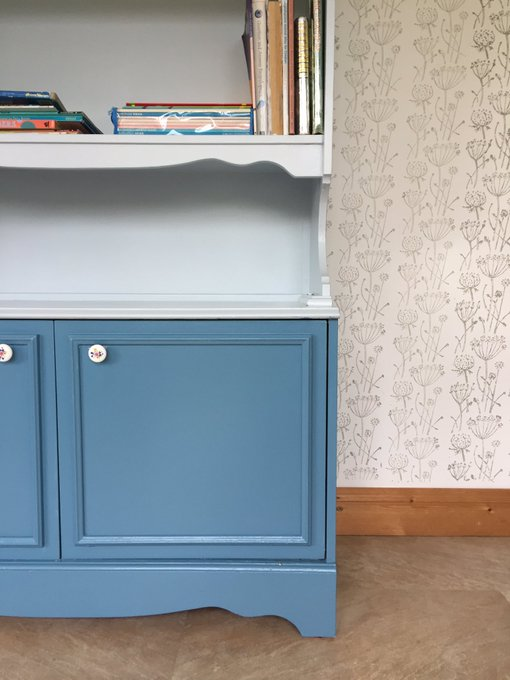Playroom Revamp Part 1 : Upcycled Bookcase