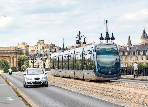 Francia dice addio alle auto diesel e benzina